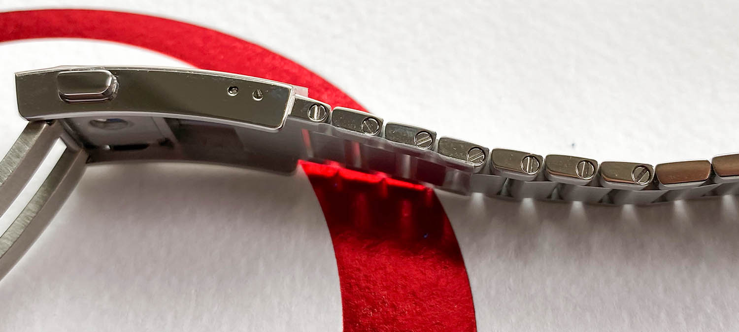 Removable links of the Omega Speedmaster Moonwatch Apollo 11 50th Anniversary