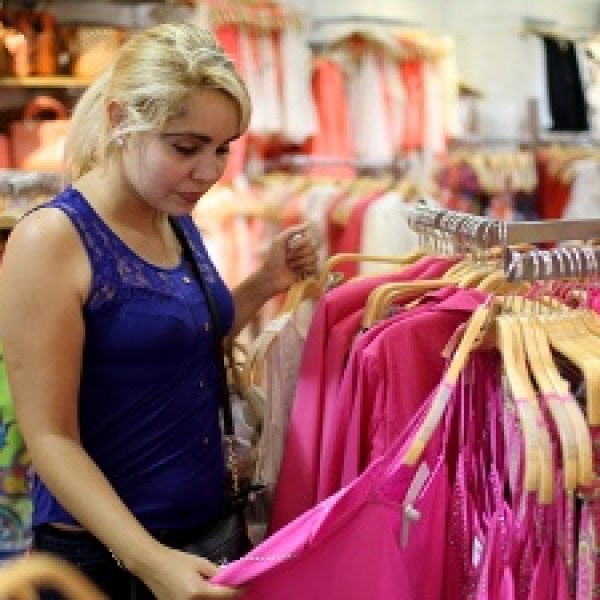 Retail-sales-woman-shopping-jpg_20160803154303-159532