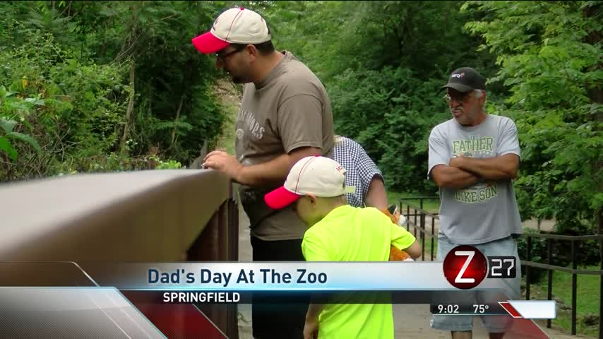 Dads Get Free Admission At Zoo_42910635