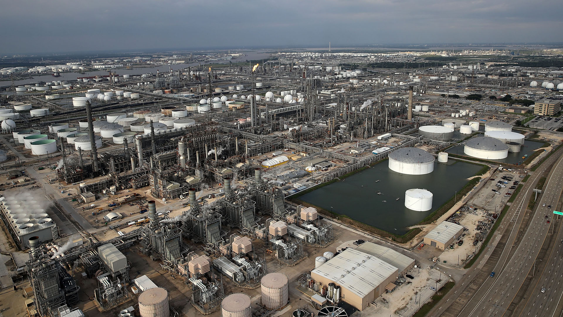 Oil refinery, Houston, Hurricane Harvey11709806-159532