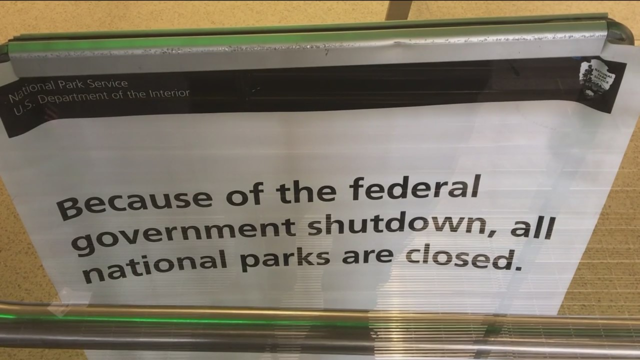 Government_Shutdown_Affects_Tourism_at_S_0_20180122031416