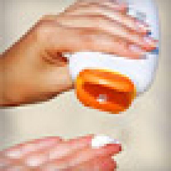 Critics Want FDA to OK New Sunscreen Ingredients _20171016054933946-159532