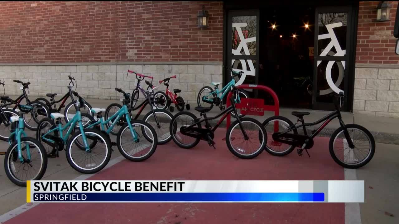 Family_Donates_Bikes_to_Children_of_Enli_6_20181217182325