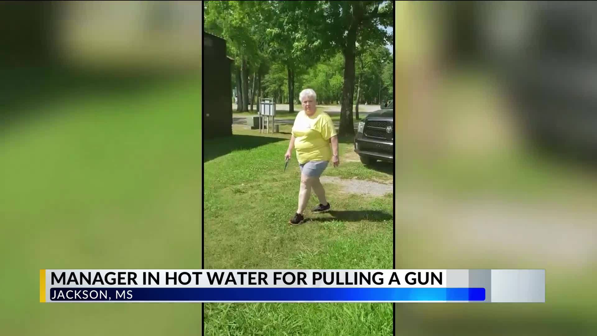 Mississippi_woman_pulls_a_gun_on_african_6_20190529223650