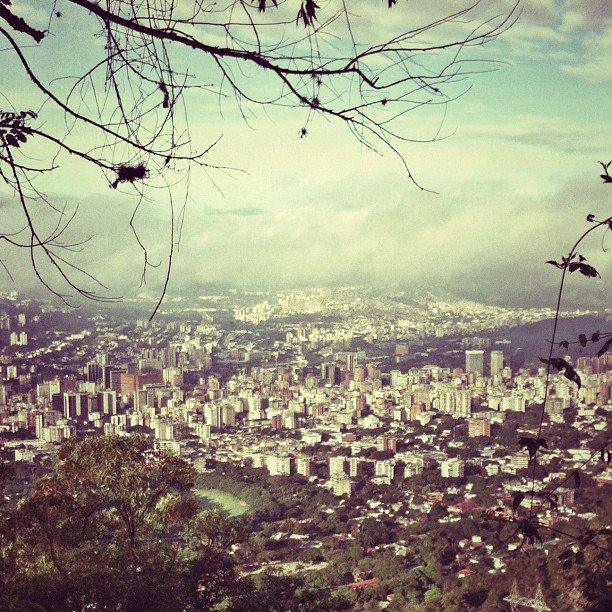 La ciudad que mira al Ávila que mira a la ciudad