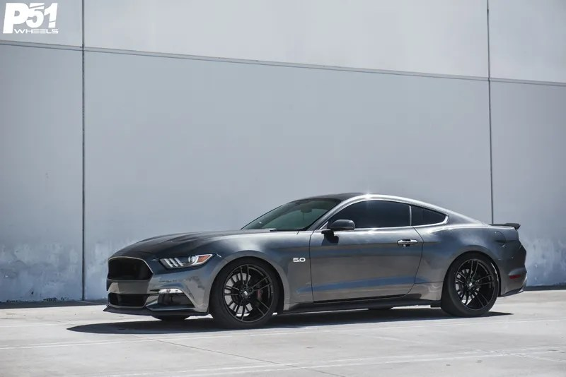 gary-magnetic-gray-metallic-ford-mustang-gt-competition-pack-concave-rotary-forged-flow-formed-gloss-black-r-spec-wheels-side-profile