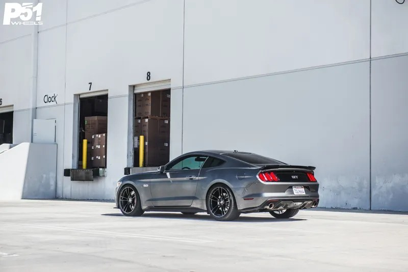 gary-magnetic-gray-metallic-ford-mustang-gt-competition-pack-concave-rotary-forged-flow-formed-gloss-black-r-spec-wheels-rear-side