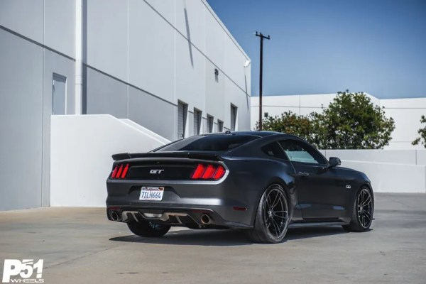 gary-magnetic-gray-metallic-ford-mustang-gt-competition-pack-concave-rotary-forged-flow-formed-gloss-black-r-spec-wheels-blog-rear-quarter