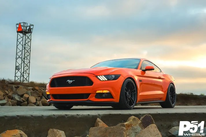 miguel-competition-orange-ford-mustang-gt-competition-pak-concave-rotary-forged-flow-formed-gloss-black-r-spec-wheels-blog-front-quarter-glamour