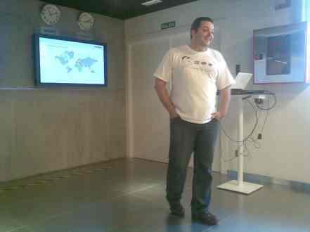 Luis Corrons, Director de Panda Labs, explicando la presentación sobre malware