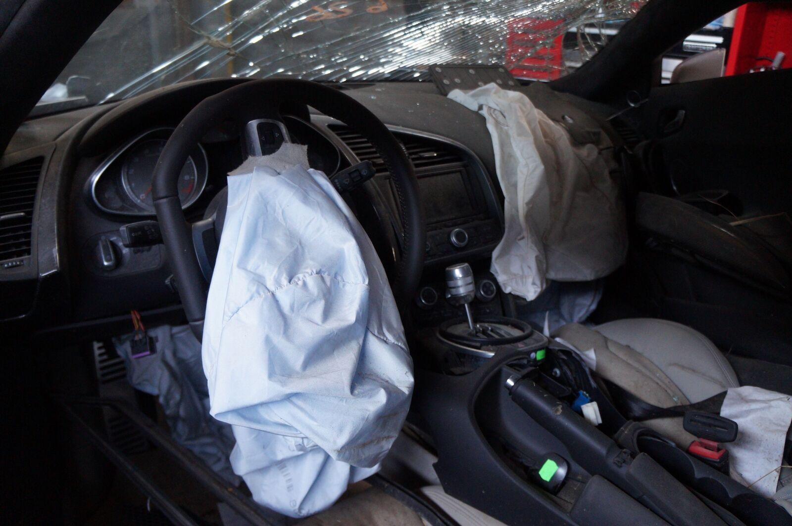 Battery Fuse Box Block Cut Off Switch 420937548a 4f0915519 Audi R8 Car