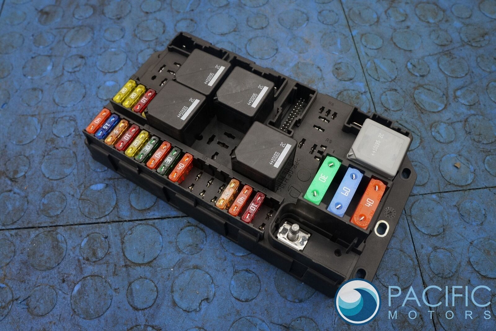 rear quarter fuse box block aw9314a073bc jaguar xj xjl x351 2011 rh  pacificmotors com 2011 jaguar xj fuse box location 2012 Jaguar XJ