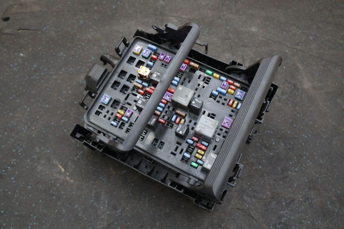 Engine Fuse Relay Box Block Module ECU ECM 23263498 OEM Chevy Corvette C7  15-16 – Pacific Motors