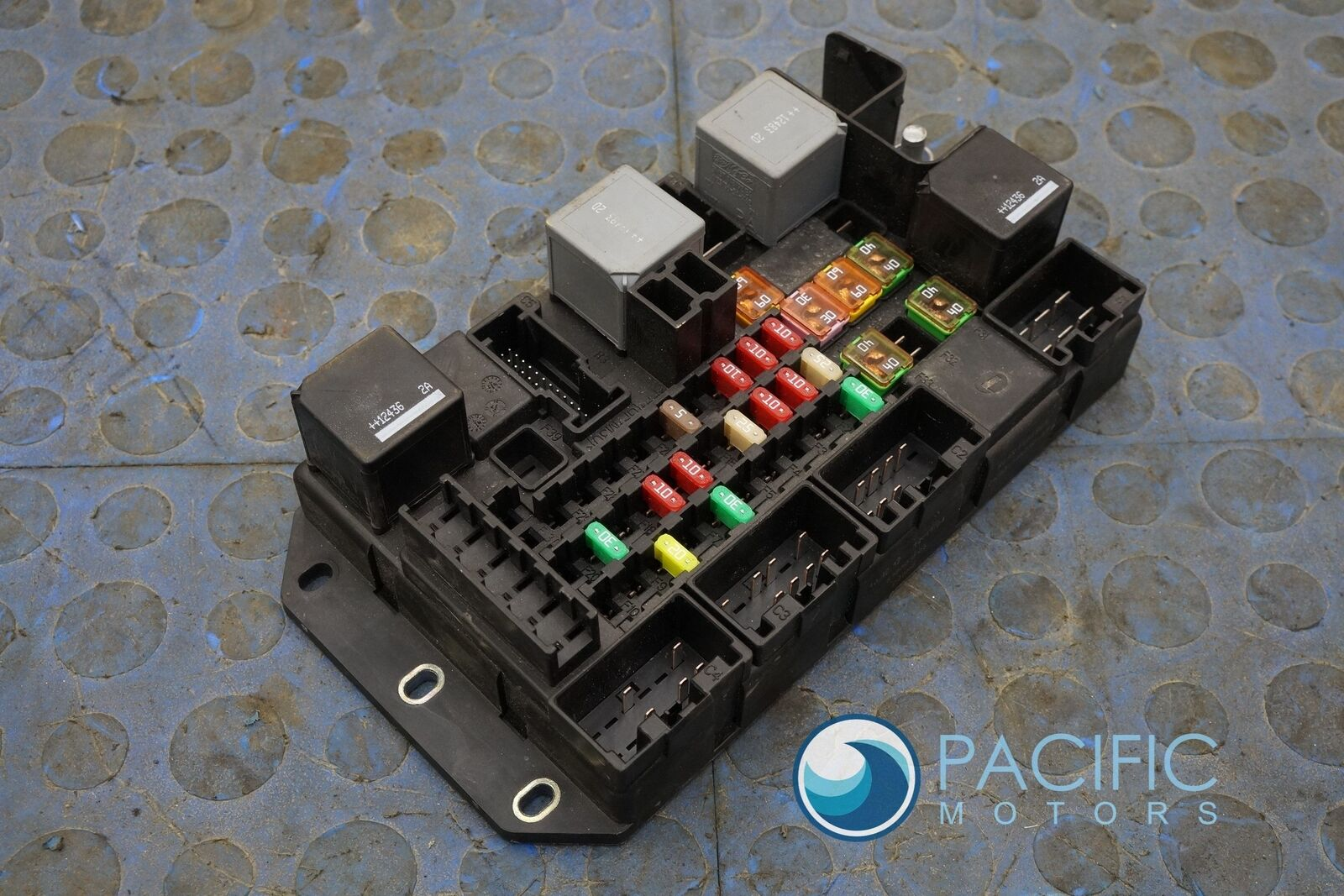 Rear Quarter Fuse Box Block Dw9314n030ab Jaguar Xj Xjl Xjr 2013 Xj8 Location