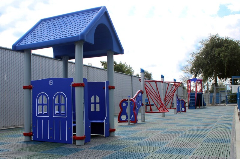 free standing play structures