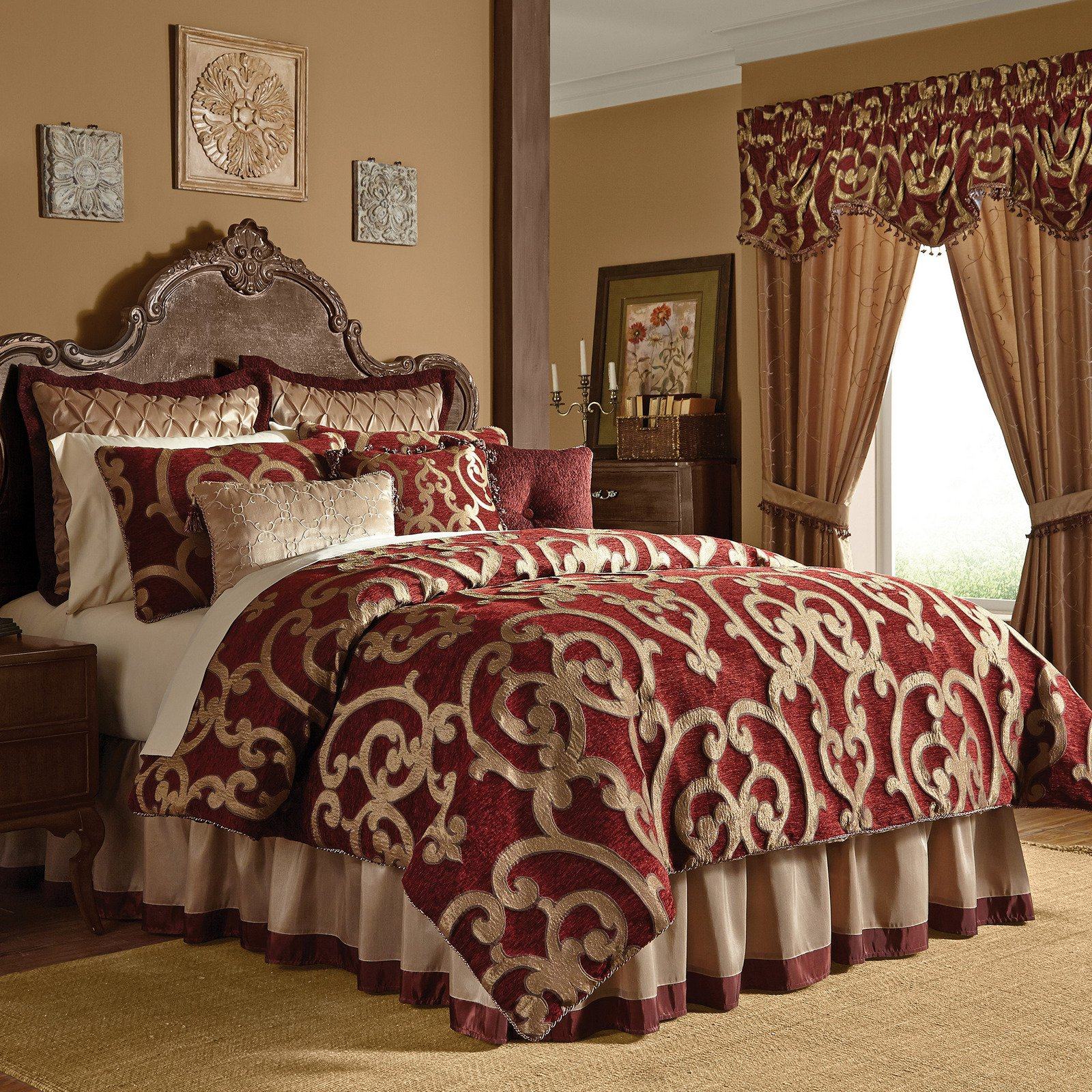 Red Comforter Set In King Or Queen