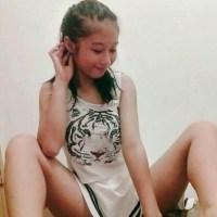 Mini Pack De Linda Jovencita De 18 Años Enseñando Sus Ricas Tetas