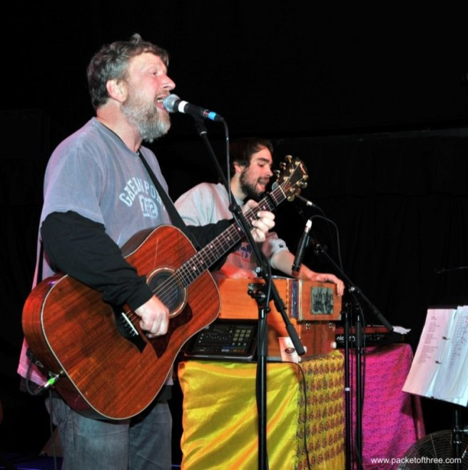 Glenn Tilbrook soundchecks at Colston Hall, Bristol 11 November 2011
