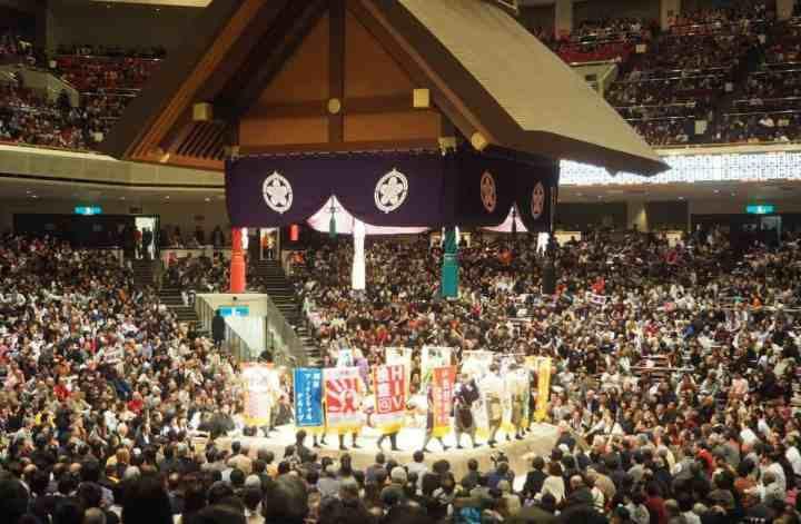 Watching sumo in Tokyo, Japan | PACK THE SUITCASES