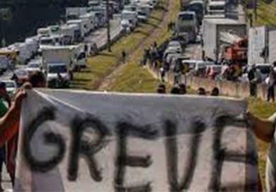 Um ano após a greve histórica, caminhoneiros dizem que a situação piorou