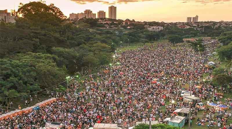 Carnaval de rua de Londrina arrasta cinquenta mil foliões. Veja as imagens