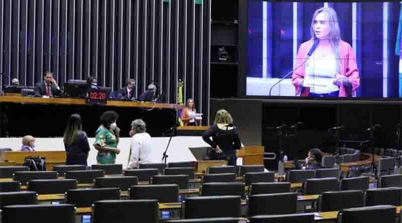Deputados aprovam a retomada de propaganda gratuita de partidos políticos no rádio e na TV