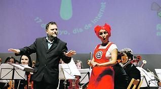 Fantastic Nikä, con su Director de Orquesta preferido, en el Concierto de el Día de Internet