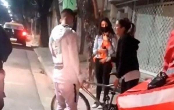 Fue a entregar un pedido y le roban su bici, clienta le regala la suya