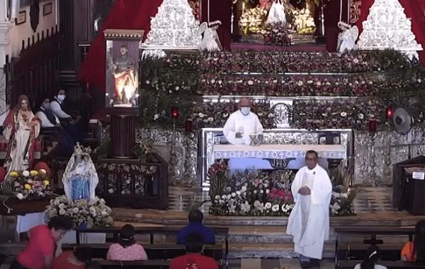 """Feligrés golpea a señoras en plena misa, guiado por """"un milagro"""" #VIDEOS"""