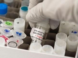 Vacuna de Moderna no estará lista antes de elecciones de EU