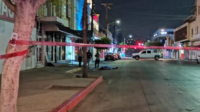 Hombre se lanza de un tercer piso y pierde la vida, en Tijuana