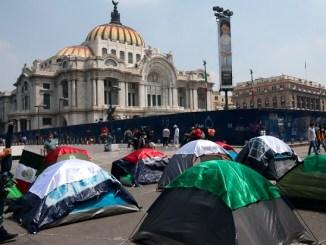 Claudia Sheinbaum permite el ingreso de FRENAAA y padres de Ayotzinapa al Zócalo