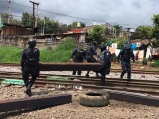 Liberan vías del tren bloqueadas por maestros de la CNTE en Michoacán