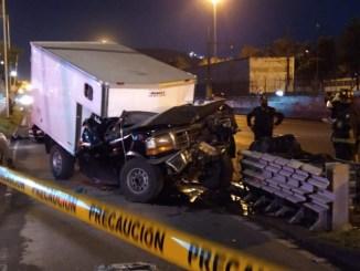 Muere prensado entre los fierros al chocar en calzada Ignacio Zaragoza