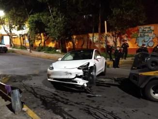 Sujeto que manejaba un Tesla por la Álvaro Obregón murió tras ser baleado