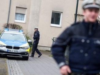 Mujer intenta quitarse la vida tras haber asesinado a sus cinco hijos