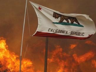 Fiesta para revelar género de un bebé termina en enorme incendio forestal en California