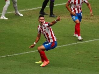 Jesús Molina se lesiona en el deslucido triunfo de Chivas contra Mazatlán