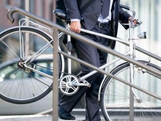 Bájate del auto y descubre los beneficios de andar en bicicleta