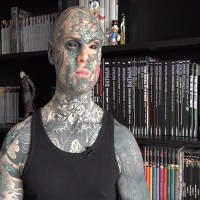 Jardín infantil despide a maestro cubierto de tatuajes en París
