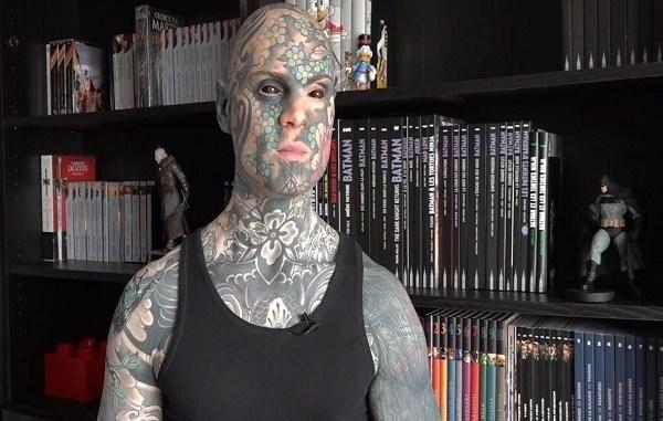 Jardín infantil despide a maestro cubierto de tatuajes