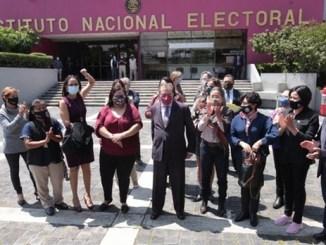 Muñoz Ledo y Gibrán Ramírez se registran en INE para presidencia de Morena
