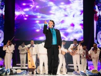 Juan Gabriel tendrá serie, película, figura de cera y un documental