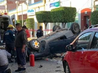 ¡Terrible accidente! Bebé sale disparado por el parabrisas en choque vehicular