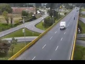 Indignación en Colombia tras muerte de un ciclista, tras ser atropellado y caer desde un puente #VIDEO