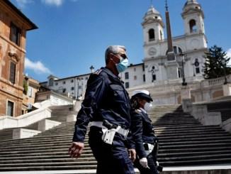 Impondrán multas de mil euros a quien no porte cubrebocas en Italia