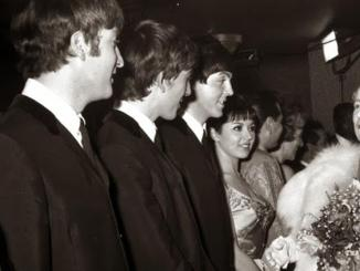 """El día que condecoraron a """"The Beatles"""" con la medalla de la Orden del Imperio Británico"""