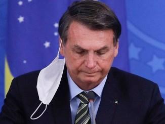 """Bolsonaro pide que Brasil deje de actuar como un """"país de maricones"""" ante el coronavirus"""