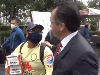 Gobernador de Veracruz se niega a comprar un chocolate a vendedor ambulante #VIDEO