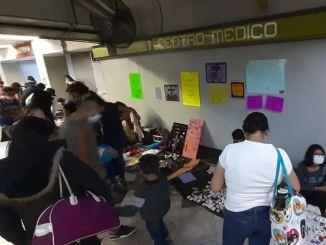 Sin sana distancia, arman 'tianguis' en la estación Centro Médico del Metro